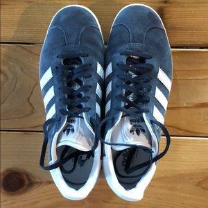 Adidas gazelle blue suede sneaker